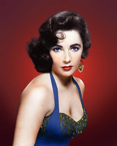 Elizabeth Taylor with those spectacular violet eyes, it has been said in fact that there are less than a handful of people on the planet with violet eyes - That is how rare her beauty is! Hollywood Icons, Golden Age Of Hollywood, Vintage Hollywood, Hollywood Glamour, Hollywood Stars, Hollywood Actresses, Classic Hollywood, Hollywood Cinema, Divas
