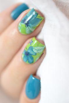 Marine Loves Polish: Blue irises - floral water decals nail art