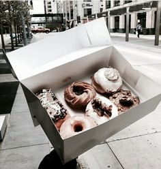 Imagem de food, donuts, and yummy Plain Bagel, Post Workout Snacks, Coffee Images, Fresh Outfits, Summer Outfits, Spinach Stuffed Chicken, Aesthetic Food, White Aesthetic, Food Inspiration