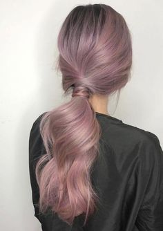 inspired by the red carpet style of the actresses on the 2018 Elegant hairstyles worn by successful women are also simple. Classy and chic Hair Dye Colors, Cool Hair Color, Funky Hair Colors, Colorful Hair, Cabelo Rose Gold, Lavender Hair, Pretty Hairstyles, Elegant Hairstyles, Dye My Hair