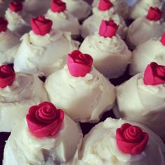 Red velvet cupcakes with cream cheese frosting and handmade red fondant roses. Cupcakes With Cream Cheese Frosting, Fondant Rose, Red Velvet Cupcakes, Good Food, Desserts, Recipes, Handmade, Drink, Board