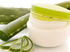 Comment utiliser l'aloe vera pour l'acné. Lorsqu'il s'agit des problèmes de pe… How to use aloe vera for acne. When it comes to skin problems like acne, aloe vera is an excellent natural treatment. Among its benefits for the skin, it … Aloe Vera For Face, Aloe Vera Face Mask, Aloe Vera Gel, Aloe Face, Health Guru, Health Trends, Aloe Vera Maske, Beauty Secrets, Beauty Hacks