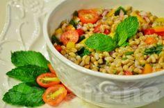Uma salada de sabor muito delicado e especial.  Leve e rica em nutrientes e pode ser servida como prato principal, ou como acompanhamento para pratos quentes.  A cevada e um cereal completo rico em  fibras, carboidratos, proteinas, minerais, vitamina C e vitaminas do grupo B.  Um produto de baixo custo e com altissimo valor nutricional.  Vale a pena experimentar e inventar a sua salada temperando ao seu gosto e usando o que você tem em casa. Salada de Cevadinha com Hortelã ~ Veganana