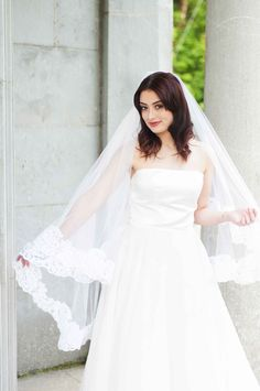 'Kim' - Illusions bridal Tulle Drop Veil with Lace Edge. Knee Length
