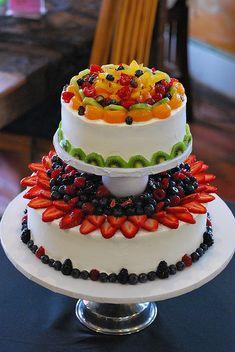 bolo decorado frutas