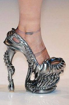 someone please tell me how the hell anyone could walk in these ?
