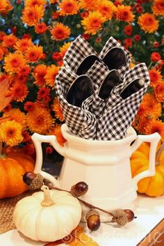 55 Elegant and stylish Black And White Thanksgiving Décor Ideas (41)
