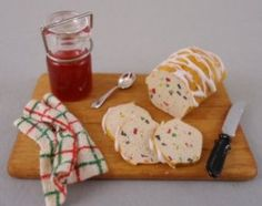 DIY - Fully detailed instructions for how to make miniature Christmas Bread and Jam | Source: Raggedy D's Miniatures