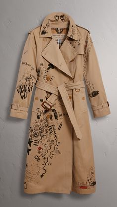 Shop now Burberry sketch print trench coat for at Farfetch UK. Brown Trench Coat, Beige Coat, Brown Beige, Denim Trench Coat, Burberry Coat, Burberry Print, Ropa Louis Vuitton, Painted Clothes, Clothing Hacks