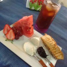 Vermelho dominou meu café da manhã!!!Frutas vermelhas, torrada de pão de fermentação natural caseiro,creme de ricota,geléia de amoras, queijo branco e mate limão!!! Bom dia galera!!!! #alimentaçãosaudável#vidasaudável#goodmorning#cafedamanha#breakfasts#fruits#berries#food#foodporn#foodpics#foodgood#insta#instapics# instalikes#instalovers#instacafedamanha#love#vemcomigo#vibes#lifestyles#vargempequena#riodejaneiro  Yummery - best recipes. Follow Us! #foodporn