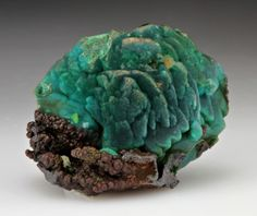 Chrysocolla (chrysacolla) is a stone of harmony, both on a universal level and a very specific level. It can be used to purify a place or remove negativity from a person. It is a very gentle stone and its energy works in a gentle, harmonious way. It can help ease fear, anxiety, and guilt. It is also used to communicate with the spiritual forces of the Earth.