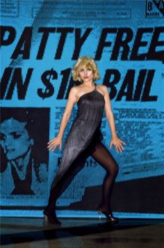 Singer Debbie Harry modelling the artist's scan line dresses made famous in Harry's band Blondie's promotional video for disco pop single Heart of Glass, United States, photograph by Stephen Sprouse. 80s Rock Fashion, Blondie Heart Of Glass, Hot Poses, Women Of Rock, Blondie Debbie Harry, Celebs, Celebrities, Blondies, Musical