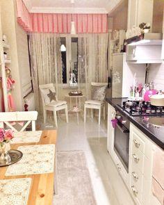 En güzel mutfak paylaşımları için kanalımıza abone olunuz. http://www.kadinika.com Mutfak masasinin yerini degistirdimcamin önü daha ferah oldu perdelerim @evatolyem kizlar