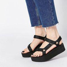 Very cool  disponibili da #floracollecchio #florafelino #parma #shop #shoes #teva #sandals #black #original #summer #instafashion #fashionista #fashionblogger #picoftheday  Info e spedizioni whatsapp 339-7579604