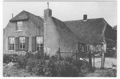 In 1672 kwamen de Fransen hier en mochten de katholieken hier een schuurkerk bouwen. Op 12 november 1759 krijgen de katholieken verlof van de Staten van Holland 't gebouw te vernieuwen en op 17 december 1759 kochten de kerkmeesters van de RK kerk de pastorie van de pastoor. In 1806 werd de schuurkerk gesloopt.