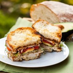 Turkey Pesto Sandwich with Avocados and Alfalfa sprouts turkey sandwich w sun dried tomato pesto and avocado Turkey Avocado Sandwich, Pesto Sandwich, Turkey Sandwiches, Wrap Sandwiches, Sandwich Recipes, Grilled Sandwich, Casadia Recipe, Recipe Ideas, Cooking