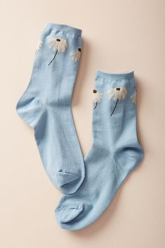Slide View: 1: Floating Florals Crew Socks
