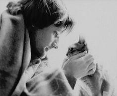 Viggo Mortensen and Cat = best picture ever!!
