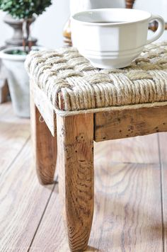 Update a thrift store footstool using jute twine.an easy DIY project for anyone who loves a rustic look. Diy Wood Projects, Furniture Projects, Furniture Makeover, Rustic Furniture, Diy Furniture, Diy Footstool, Creation Deco, Diy Décoration, Home Repair