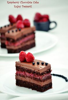 Chocolate cake and raspberries Sweets Recipes, Cupcake Recipes, Just Desserts, Delicious Desserts, Cupcake Cakes, Cupcakes, Romanian Desserts, Romanian Recipes, Romanian Food