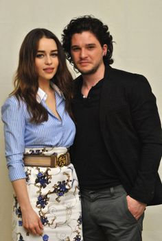 March Game of Thrones Season 3 Press Conference - 0318 83 - Adoring Emilia Clarke - The Photo Gallery Game Of Thrones Cast, Game Of Thrones Quotes, Kit And Emilia, Game Of Trones, My Sun And Stars, Tv Couples, Season 8, Celebs, Celebrities