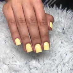 Summer Best Stunning Square Nails Design include Acrylic Nails and Matte Nails - Diaror Diary - Page 11 ♥ 𝕴𝖋 𝖀 𝕷𝖎𝖐𝖊, 𝕱𝖔𝖑𝖑𝖔𝖜 𝖀𝖘!♥ ♥ ღ Hope you like this Eye-catching square nails designs collection! ღ 𝓮𝔂𝓮-𝓬𝓪𝓽𝓬𝓱𝓲𝓷𝓰 Acrylic Nails Yellow, Acrylic Nails Natural, Short Square Acrylic Nails, Yellow Nail Art, Short Gel Nails, Acrylic Nail Shapes, Summer Acrylic Nails, Cute Acrylic Nails, Acrylic Nail Designs