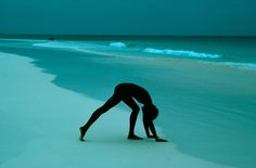 Frank Horvat  -                  1976, Bahamas, for Glamour USA, illustration for exercise
