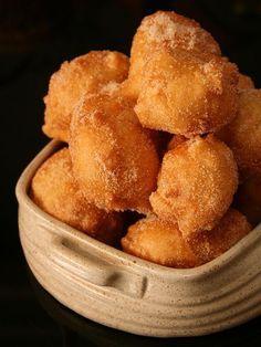 Sonhos de Natal Portuguese Sweet Bread, Portuguese Desserts, Portuguese Recipes, Portuguese Food, Baking Recipes, Cake Recipes, Snack Recipes, Dessert Recipes, Snacks