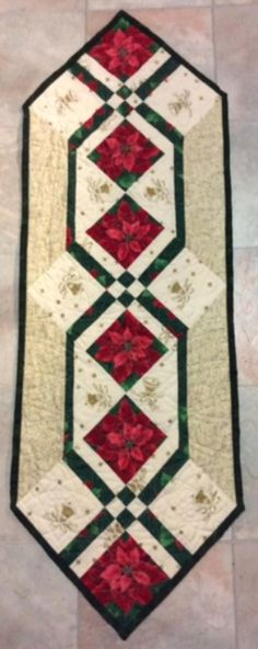 Free Quilt Pattern: Christmas Poinsettia Table Runner