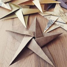 DIY Christmas Ornaments: Origami Stars - myCraftchens cheap and easy DIY Christmas Ornaments Origami Star made with brown paper bags- folded origami paper goup pic Diy Christmas Star, Origami Christmas Ornament, Origami Ornaments, Paper Christmas Ornaments, Christmas Crafts, Christmas Ideas, Origami Fashion, Paper Bag Crafts, Paper Crafting