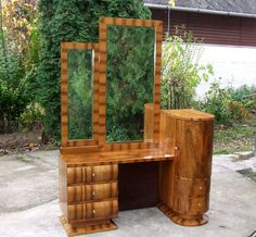 A beautiful walnut veneered art deco dressing table from Amazing deco design and stunning walnut veneers! Full Length Mirror Dressing Table, Art Deco Dressing Table, Vintage Dressing Tables, Art Deco Furniture, Bedroom Furniture, Indian Room Decor, Art Deco Bedroom, Cupboard Ideas, Walnut Veneer