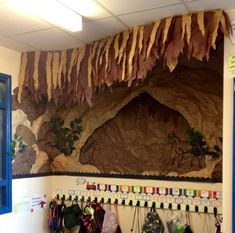 A super Prehistoric Britain / Cavemen classroom display photo contribution. Great ideas for your classroom! Class Displays, School Displays, Photo Displays, School Display Boards, Primary History, Teaching History, Stone Age Ks2, Ks2 Classroom, Classroom Displays Ks2