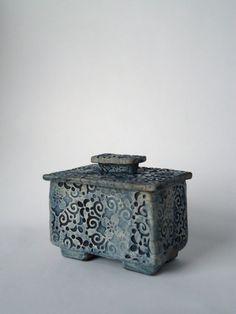 Raku Ceramic Box.    www.etsy.com/listing/122632114/raku-ceramic-box?utm_source=Pinterest&utm_medium=PageTools&utm_campaign=Share.  SoleyCeramics.  Sue Oley.