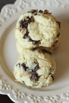 Coconut Chocolate Chip Cookies {satisfymysweettooth.com}