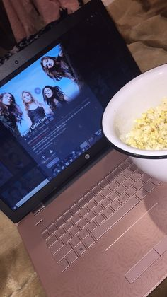 𝐩𝐢𝐧𝐭𝐞𝐫𝐞𝐬𝐭: @𝐛𝐞𝐞𝐡𝐚𝐝𝐢𝐝 Ft Tumblr, Foto Casual, Snapchat Picture, Snapchat Stories, Netflix And Chill, Tumblr Photography, About Time Movie, Instagram Story Ideas, Pretty Little Liars