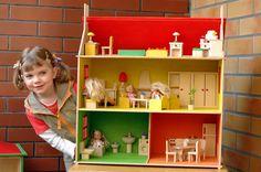 domek dla lalek - piętrowy z poddaszem