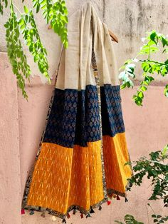 The Loom- An online Shop for Exclusive Handcrafted products comprising of Apparel, Sarees, Jewelry, Footwears & Home decor. India Fashion, Girl Fashion, Fashion Design, Kurta Designs, Blouse Designs, Indian Designer Outfits, Designer Dresses, Sambalpuri Saree, Style Africain