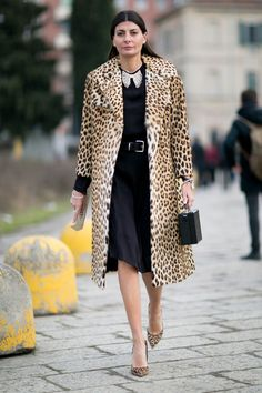 Pin for Later: The Best Street Style Looks From Milan Fashion Week Day 1 Giovanna Battaglia. Milan Fashion Week Street Style, Street Style 2016, Milan Fashion Weeks, Autumn Street Style, Cool Street Fashion, Street Style Looks, Giovanna Battaglia, Winter Stil, Fall Winter
