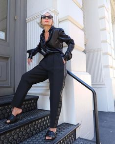 my sq toe blk heel sandala, my retro tuxedo pants and blk shirt preferably satin. or my satin black stripe blouse. Big belt, or metalic, or really long wrapped a lot. 6 Things This Stylish Is Buying in 2020 Blue Oxford Shirt, Pink Trousers, Tuxedo Pants, Leopard Cardigan, Fashion Over 50, Fashion Fashion, Runway Fashion, White Fashion, Fashion Addict