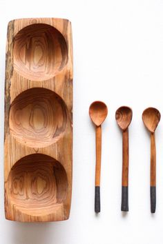Good things come in threes! This gorgeous olive wood Tatu tray includes three paint dipped serving scoops, and its uses are not limited to the kitchen: - Guacamole, pico de gallo, salsa verde - Paper