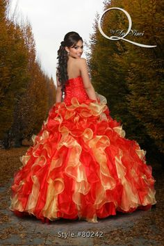 Super inlove with this Divertido y alegre vestido Q by Davinci style 80242 Elegant Organza gown in red&gold with a beautifully beaded bodice and almost flame like ruffles! So beautiful and unique! #quinceanera #dresses #sweet15 #partydress #quinceañera
