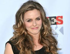 Alicia Silverstone chats about her #organic cosmetics line
