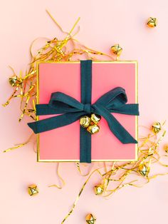 Give the prettiest gifts this holiday season! (Click through for printable gift packaging and tons of creative ideas)