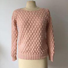 Ma maman, elle tricote plus vite que son ombre ❤️ Je crois que ça va être mon nouveau pull doudou fétiche ! #tricot #instaknit #knit #knitting #pull #phildar #laine #pointalveole #maman #outfit