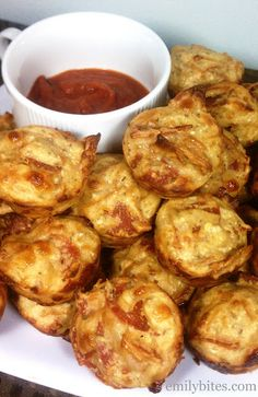 Emily Bites - Weight Watchers Friendly Recipes: Pepperoni Pizza Mini Puffs, 6 points for 4 puffs Skinny Recipes, Ww Recipes, Cooking Recipes, Macro Recipes, Flour Recipes, Healthy Snacks, Healthy Eating, Healthy Recipes, Healthy Cooking