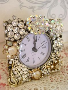 Altered Art - lots of great ideas for repurposing vintage jewelry lace buttons etc. This clock face has been embellished with vintage costume jewelry & beads - Vintage Dragonfly - May 25 2019 at Costume Jewelry Crafts, Vintage Jewelry Crafts, Vintage Costume Jewelry, Vintage Costumes, Antique Jewelry, Beaded Jewelry, Jewelry Necklaces, Vintage Jewellery, Gold Jewelry