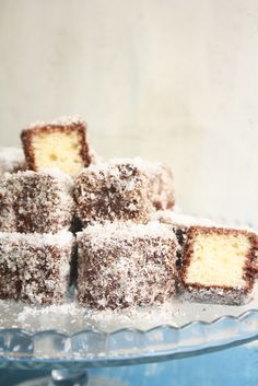 Soft sponge squares dipped in chocolate and rolled in coconut for an easy, fabulous dessert! Coconut Recipes, Baking Recipes, Cake Recipes, Dessert Recipes, Dinner Recipes, Lamington Cake Recipe, Recipe For Lamingtons, Coconut Icing, Australian Food