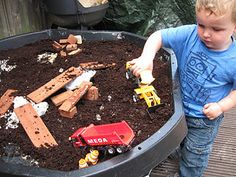 Construction tray - great idea for toddler sensory play outdoors! Outdoor Play Spaces, Outdoor Fun, Outdoor Games, Diy For Kids, Crafts For Kids, School Play, Pre School, Kids Play Area, Play Areas