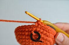 Amigurumi Crochet Basics - Working in the Round Part 2 - http://www.popsdemilk.com/crochet-basics-working-in-the-round-part-2/