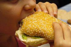 La véritable intolérance au gluten touche environ 1% de la population. Mais de nombreuses personnes témoignent d'une amélioration de leurs symptômes digestifs en adoptant un régime sans gluten ou pauvre en gluten. L'avis d'un médecin...
